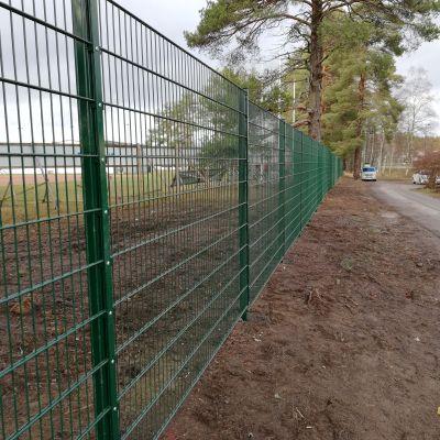 Kitron stadion elementtiaita suojaa ulkopuoliselta liikenteeltä